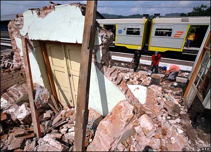 Train passes through demolished station in Yogyakarta