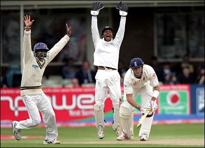 Kevin Pietersen is trapped lbw