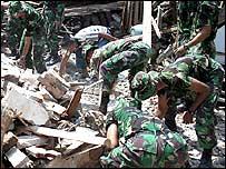 Soldier search debris for survivors in Bantul
