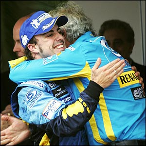 Alonso celebrates with Renault director Flavio Briatore