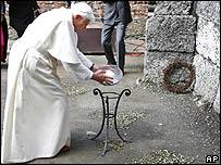 Папа Римский Бенедикт XVI в Освенциме