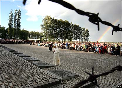 Pope prays in front of memorial at Birkenau