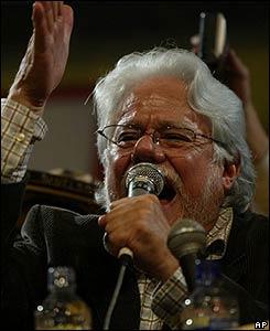 Carlos Gaviria se dirige a sus seguidores tras conocerse los resultados de los comicios