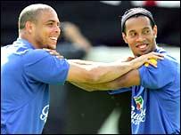 Ronaldo and Ronaldinho in training