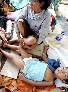 Injured residents lie on a pavement outside a hospital in Yogyakarta province of Central Java, 29 May 2006