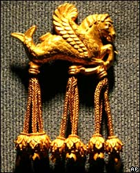 Golden hippocamp brooch