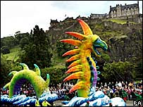Cavalcade marks the start of the Edinburgh Festival 2005