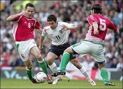 Joe Cole bursts through the Hungarian defence