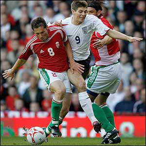 Steven Gerrard finds his way blocked by Hungary's Pal Dardai and Laszlo Eger