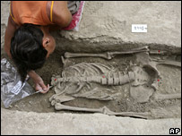 Archaeologist Anna De Santis with the skeleton in Rome