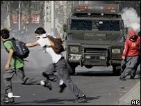Чилийские старшеклассники на улицах Сантьяго