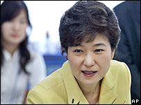Park Geun-hye, chairwoman of the main opposition Grand National Party, casts her ballot at a polling station in Daegu, south of Seoul, Wednesday, May 31, 2006.