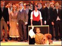 Cast Les Misérables yng Nghanolfan Mileniwm Cymru yn 2005