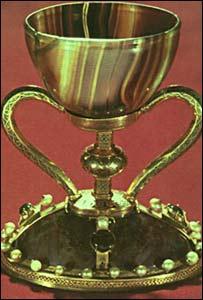 صورة لسانتوس كاريز يعتقد أنها الكأس التي استخدمها المسيح في العشاء الأخير-بي بي سي