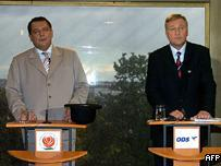 Czech Prime Minister Jiri Paroubek (L), and opposition leader Miroslav Topolanek (R)