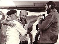 Eduardo Galeano con Ernesto Cardenal y Julio Cort�zar. Foto: Eduardo Gamondes.