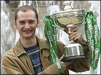 Graeme Dott celebrates with the World Championship trophy