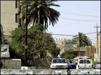 يقع مقر السفارة الروسية في حي المنصور