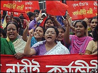 Protesting factory workers in Bangladesh