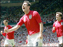Frank Lampard celebrates his goal, with Peter Crouch and David Beckham