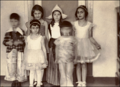 Anne and Margot Frank in fancy dress