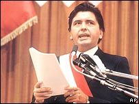 Alan Garcia gives a speech in Congress in 1985