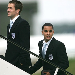 Strikers Michael Owen and Theo Walcott board the plane at Luton