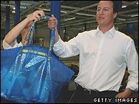 David Cameron with environmentally-friendly shopping bags at Ikea