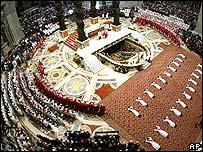 Religiosos católicos recibiéndose