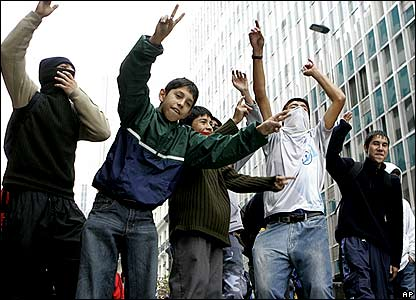Chilean students chanting