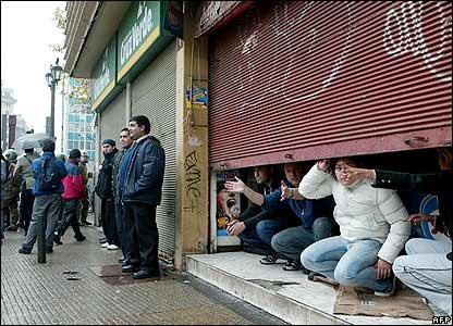 Shopkeepers in Santiago