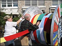 Scarf being rolled onto cable drum (pic: Unna town website)