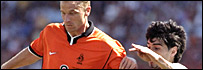 Holland beat Argentina in 1998 quarter-final