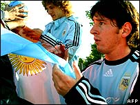 Argentine players Lionel Messi (right) and Fabricio Coloccini