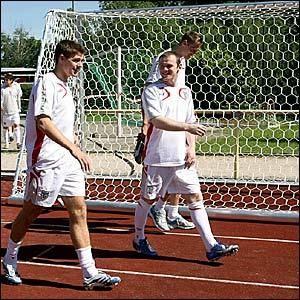 (l-r) Steven Gerrard, Wayne Rooney and Peter Crouch