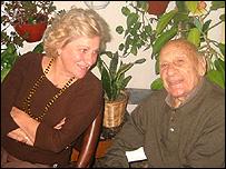 Francisco Varallo junto a su hija María Teresa en su casa de La Plata (Foto: gentileza familia Varallo)