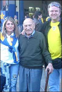 Francisco Varallo junto a su nieta Gabriela y el esposo de ésta (Foto: gentileza familia Varallo)