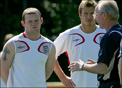 (l-r) Striker Wayne Rooney, captain David Beckham and England manager Sven-Goran Eriksson