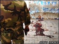 На месте одного из взрывов в Багдаде в четверг