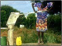 African women using water pump