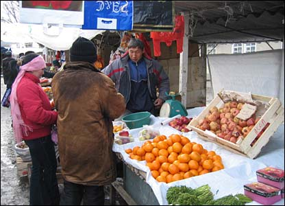 A man sells oranges in the Jakshilik bazaar