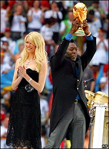 Pelé y la modelo Claudia Schiffer