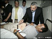 إسماعيل هنية يزور جرحى حادث شاطئ غزة-106-2006