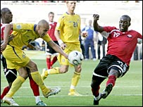 Henrik Larsson's shot is blocked by Dwight Yorke