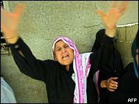 فلسطينية تنتحب خلال تشييع الضحايا