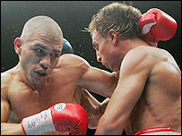 Miguel Cotto (L) battles to victory in New York