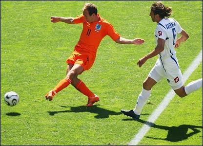 Robben and Van Persie combine to put the Dutch in front in Leipzig