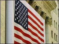 Bandera de EE.UU. en el edificio de la bolsa de Nueva York