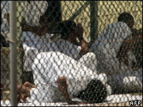 Guantanamo Bay prisoner praying