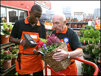 B&Q's oldest worker Sid Prior, 91, with colleague